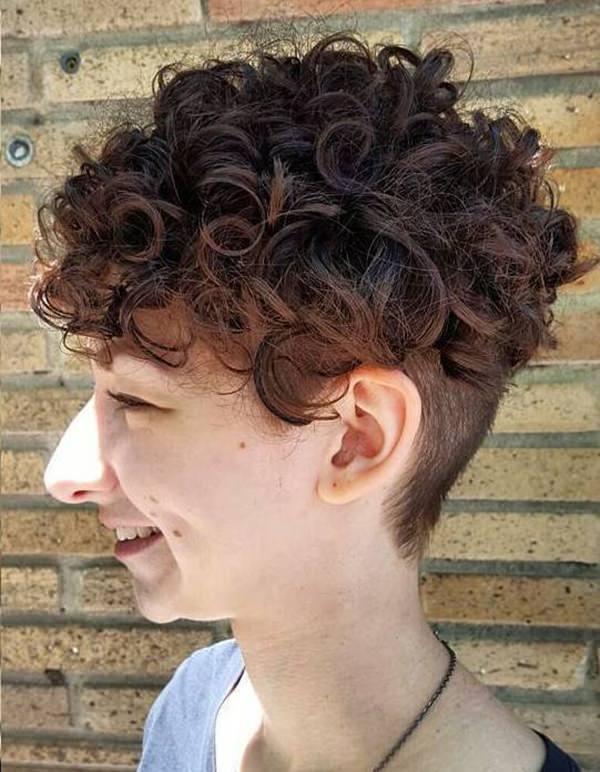 65280816-short-rizado-hairstylescurlyhairstylewithnapeundercut