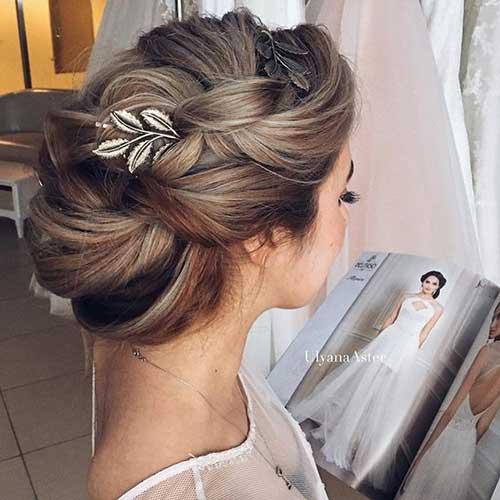 Peinados de bollo de boda