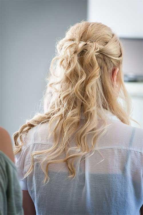 Mejor cabello rizado rubio claro con medio arriba