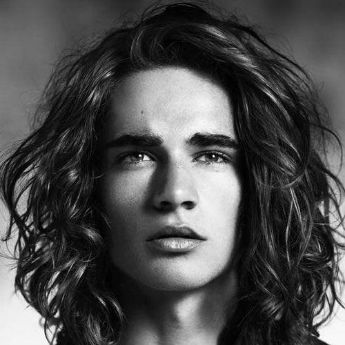 peinados largos ondulados relajados para los hombres