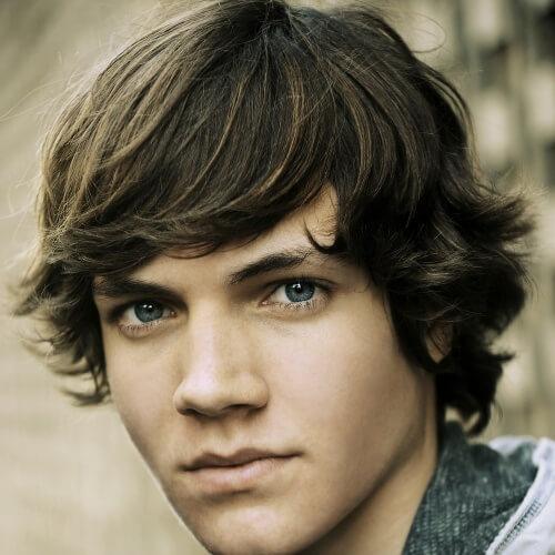 Peinados universitarios adolescentes para hombres Pelo ondulado