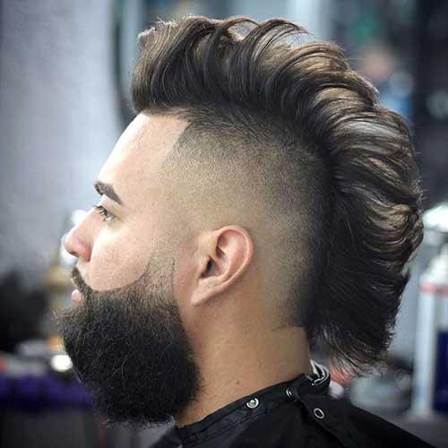 Mohawk y barba recortados y en forma