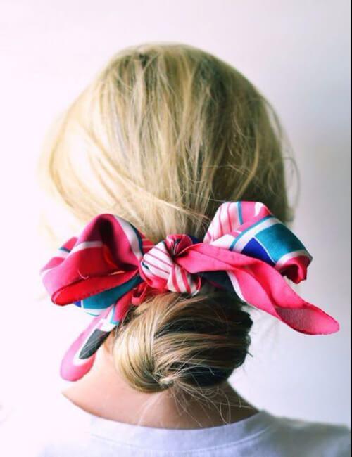 viaje por carretera bollo bufanda colorida peinados para cabello largo