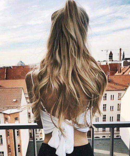 la mitad de los peinados de cola de caballo para el cabello fino