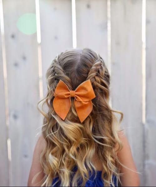 doble trenza francesa, arco y ondas pequeños peinados de niña