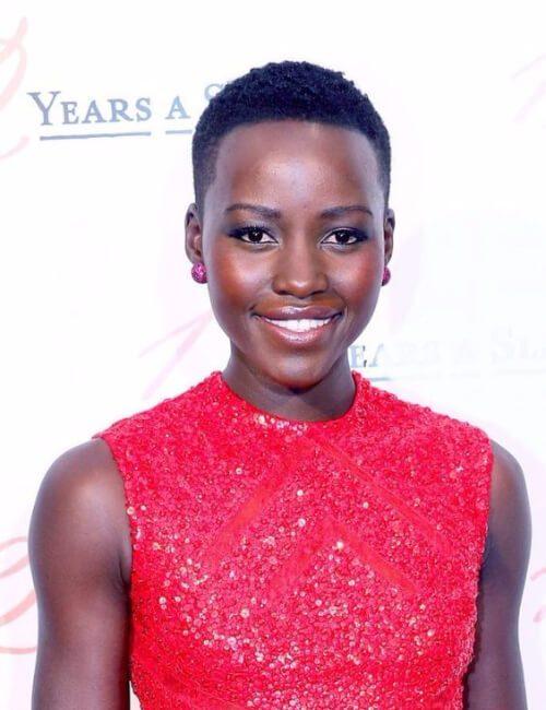 lupita nyong'o peinados cortos para mujeres negras