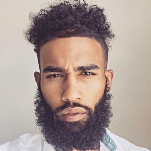 peinados rizados para hombres