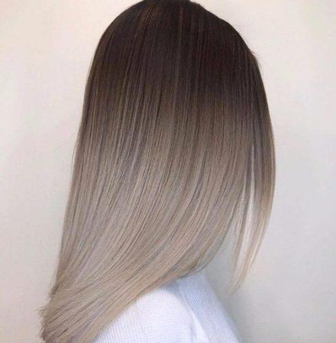 color del pelo balayage gris lechoso