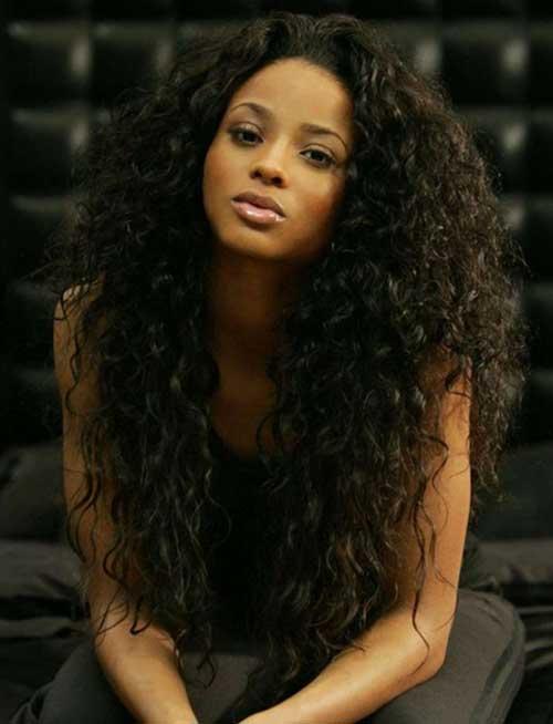 Ciara pelo largo y rizado