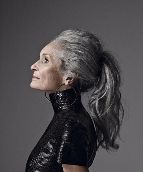 peinados para mujeres mayores de 50 años cola de caballo