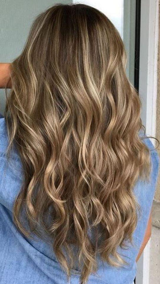 cabello castaño con reflejos rubios dimensión de la luz