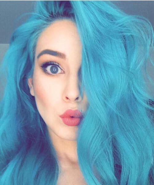 bonita muñeca color verde azulado