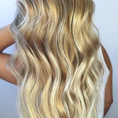 cabello rubio ondulado