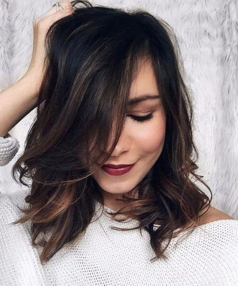 pelo corto balayage oscuro y cobre