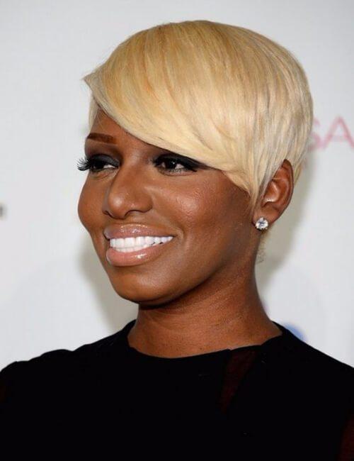 peinados cortos rubios helados para mujeres negras