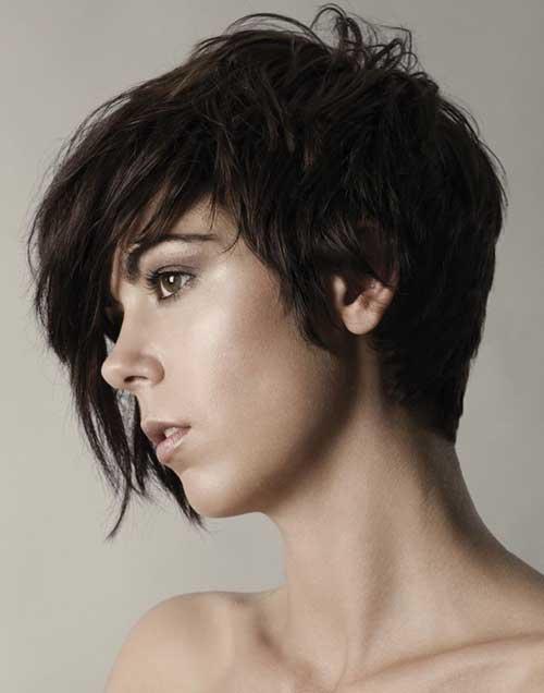 Estilos de chica de pelo corto en capas