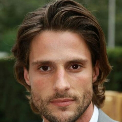 Peinados peinados hacia atrás para hombres