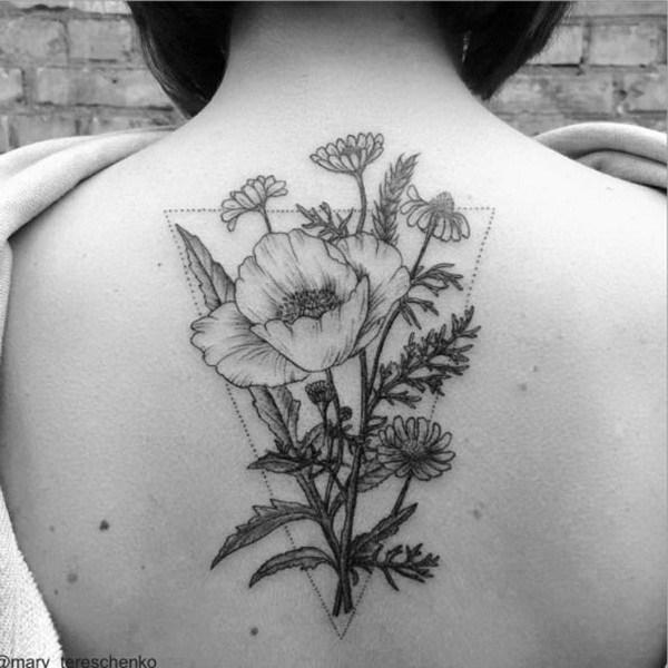 Diseño floral incoloro en la parte posterior.