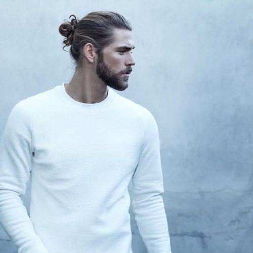 peinados largos de cola de caballo rubia para hombres