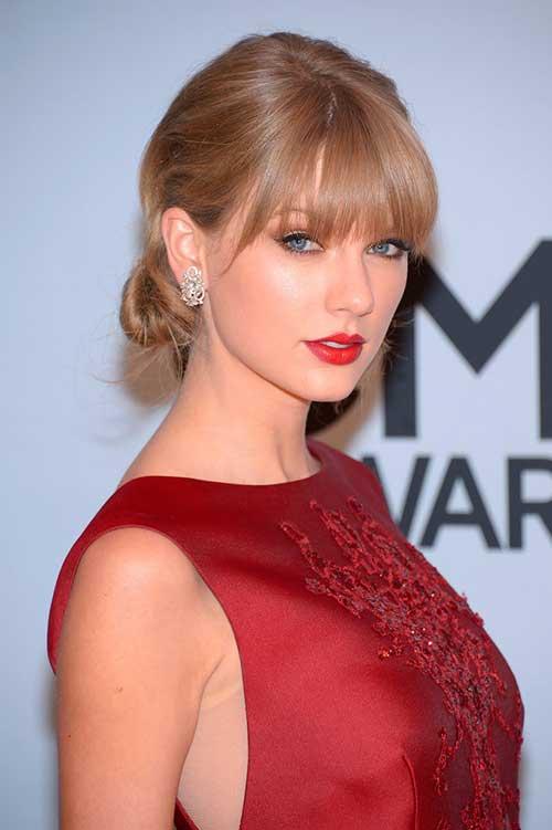 Peinados Updo fáciles de Taylor Swift para cabello de longitud media