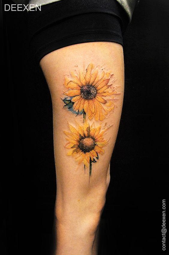 Dos piezas de diseño de tatuaje de girasoles de color.
