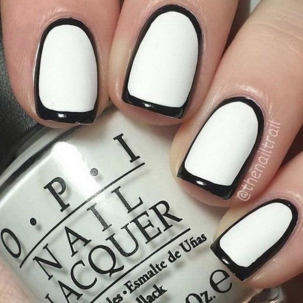 Blanco y negro Borderline Nail Design para uñas cortas.