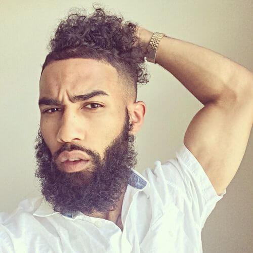 Hombre bollos y barbas