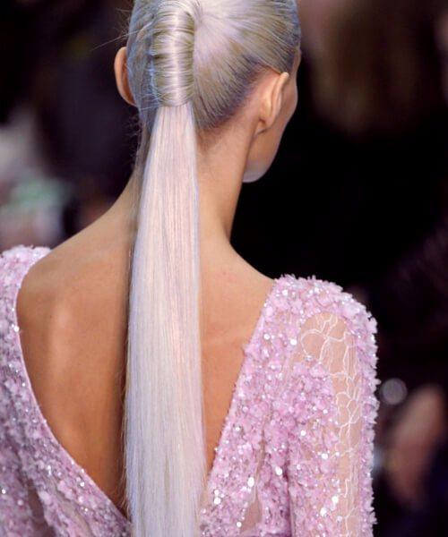 cabello gris cola de caballo resbaladiza