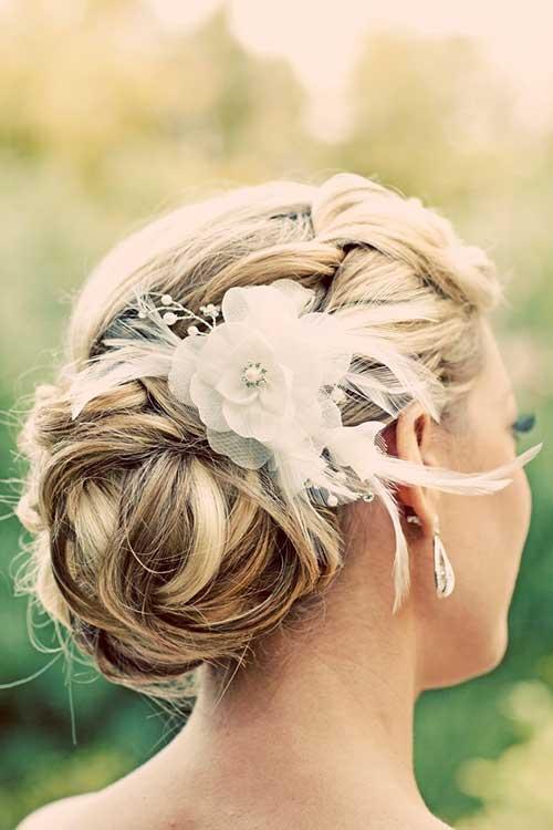 El mejor peinado de novia con decoración de cabello