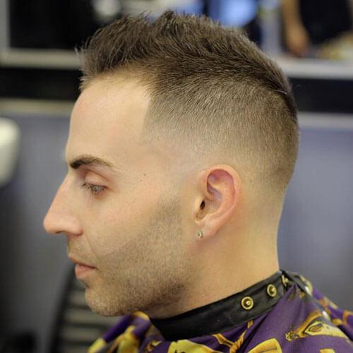 Peinados altos y apretados de punta para los hombres