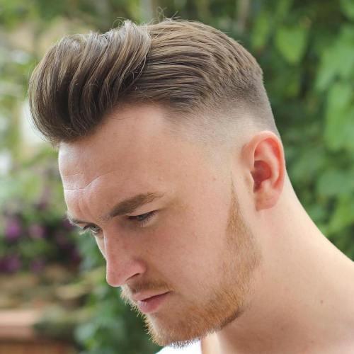 peinados de pompa de frente alto para hombres