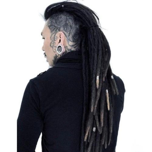 Mohawk peinados para hombres con tatuajes en la cabeza