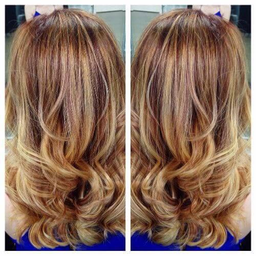 pelo largo ondulado con reflejos rojos y rubios