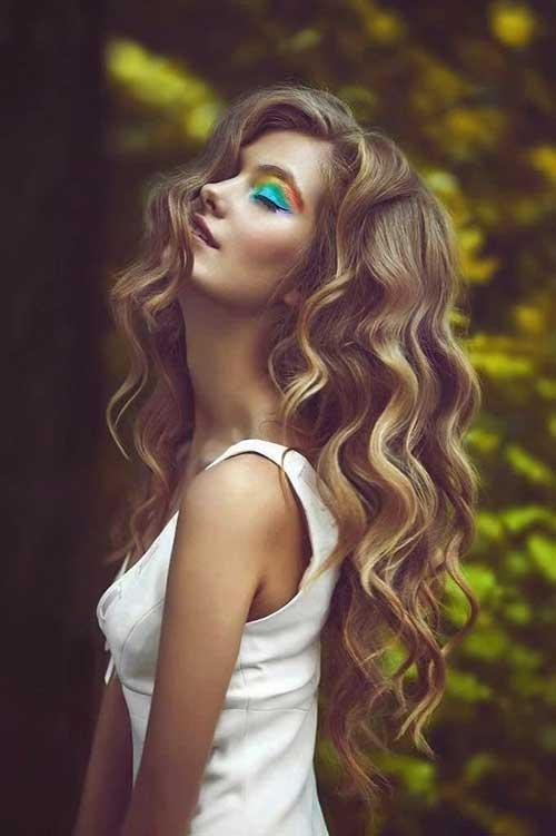Chicas con pelo largo y rizado