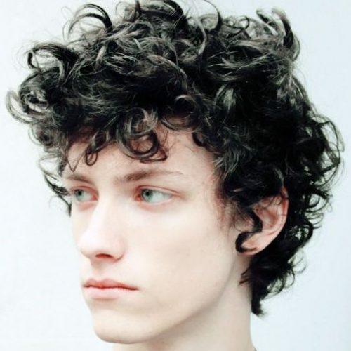 Flequillo en capas con peinados largos y largos para hombres