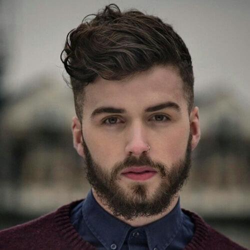 Quiff Peinado para hombres con cabello ondulado