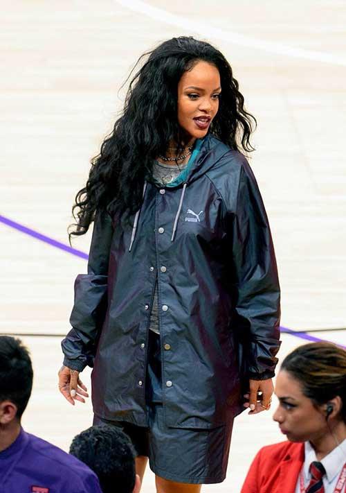 Rihanna pelo largo y rizado