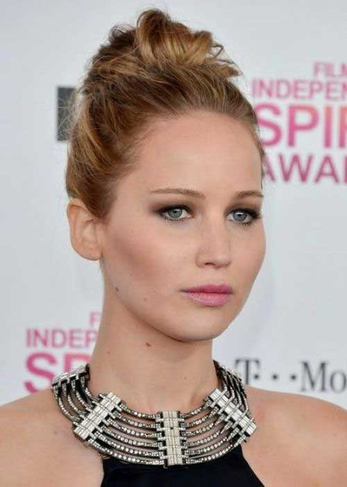 Jennifer Lawrence Updo para cabello de longitud media