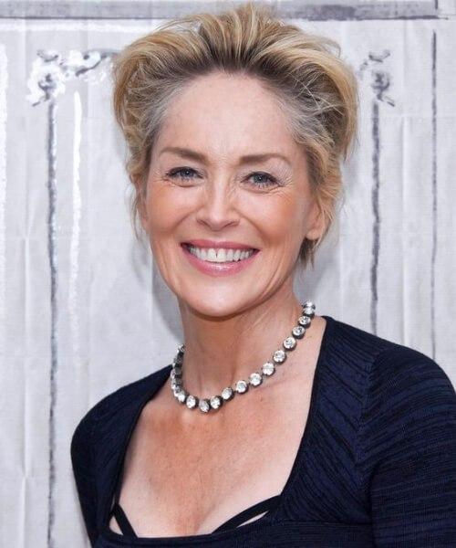 Peinados sharon stone para mujeres mayores de 60 años