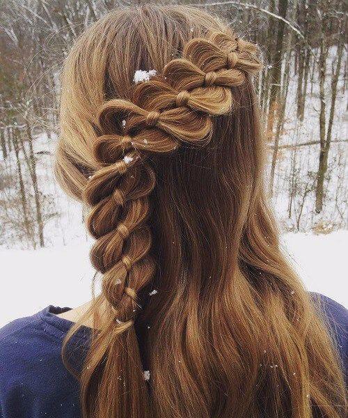 Trenza de cuatro hilos con una cinta peinados de niña