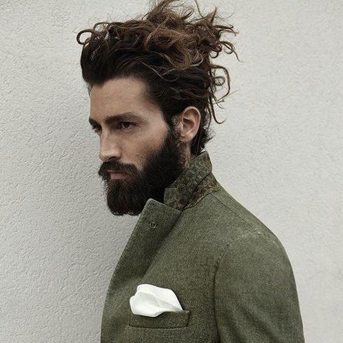 peinados largos del bollo de la cabecera para los hombres