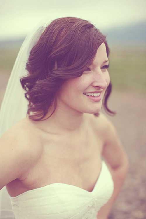 Nuevo pelo rizado lindo de la boda rizada