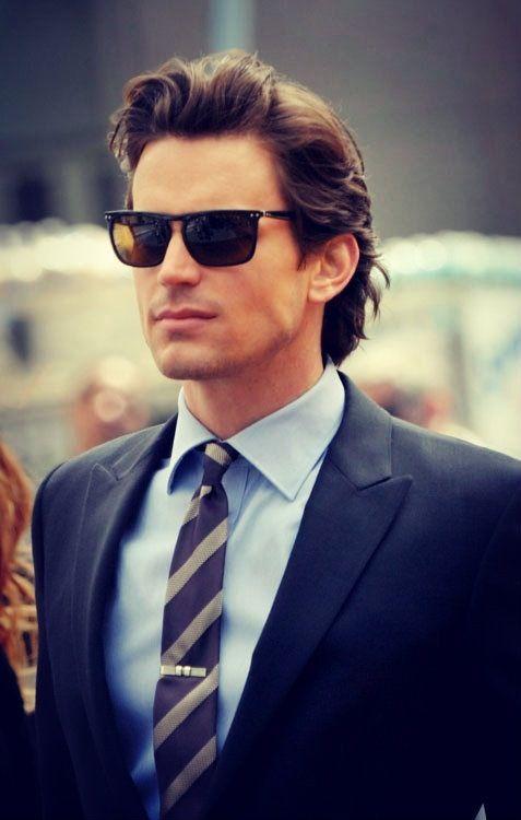 peinados casuales peinados hacia atrás de longitud media para hombres