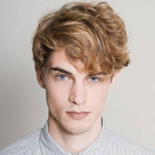 Peinados rubios de cobre para hombres