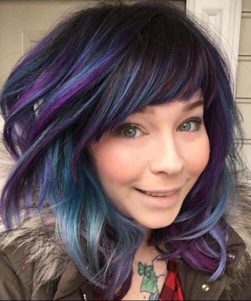 pelo corto balayage turquesa violeta