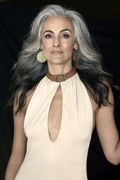 pelo gris mujeres mayores