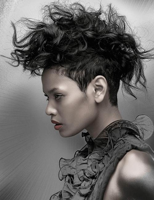 feroces punk Mohawk peinados cortos para mujeres negras