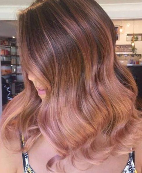 peinados de longitud media de ombre rosa dorado
