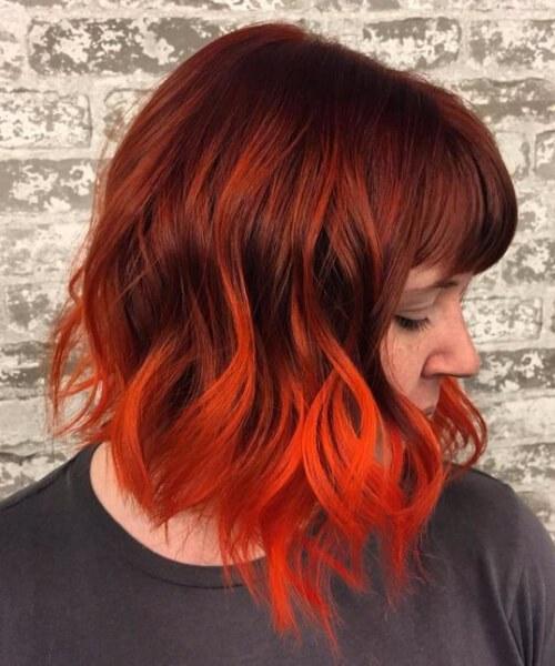 neón cómic rojo balayage pelo corto