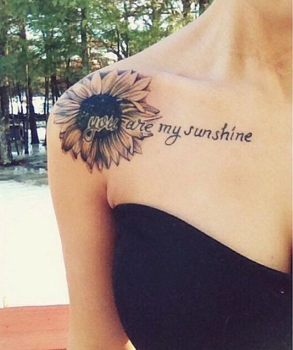 """Sunflower Shoulder Tattoo con el guión""""Eres mi sol""""."""